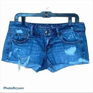 AE ripped and distressed jean shorts size 8 EUC